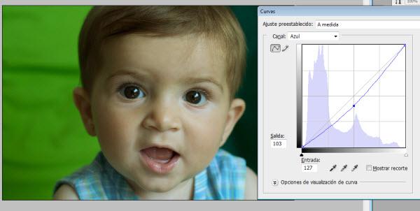 Ajustando el canal azul en la capa de curvas de Photoshop
