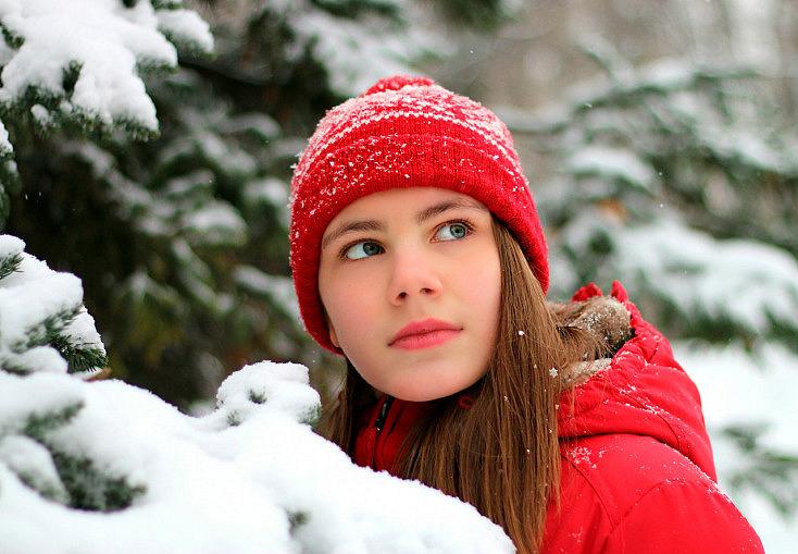 gorro-rojo-nieve-contraste