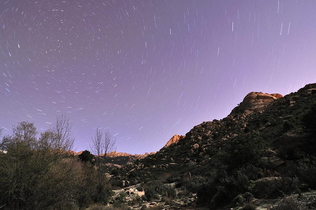 Fotografía Nocturna de Larga Exposición: la Luna y las Estrellas