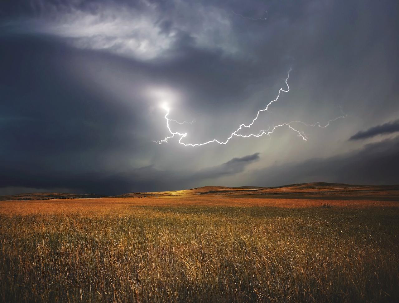 Cómo Hacer Fotos de Rayos y Tormentas: 12 Consejos Clave