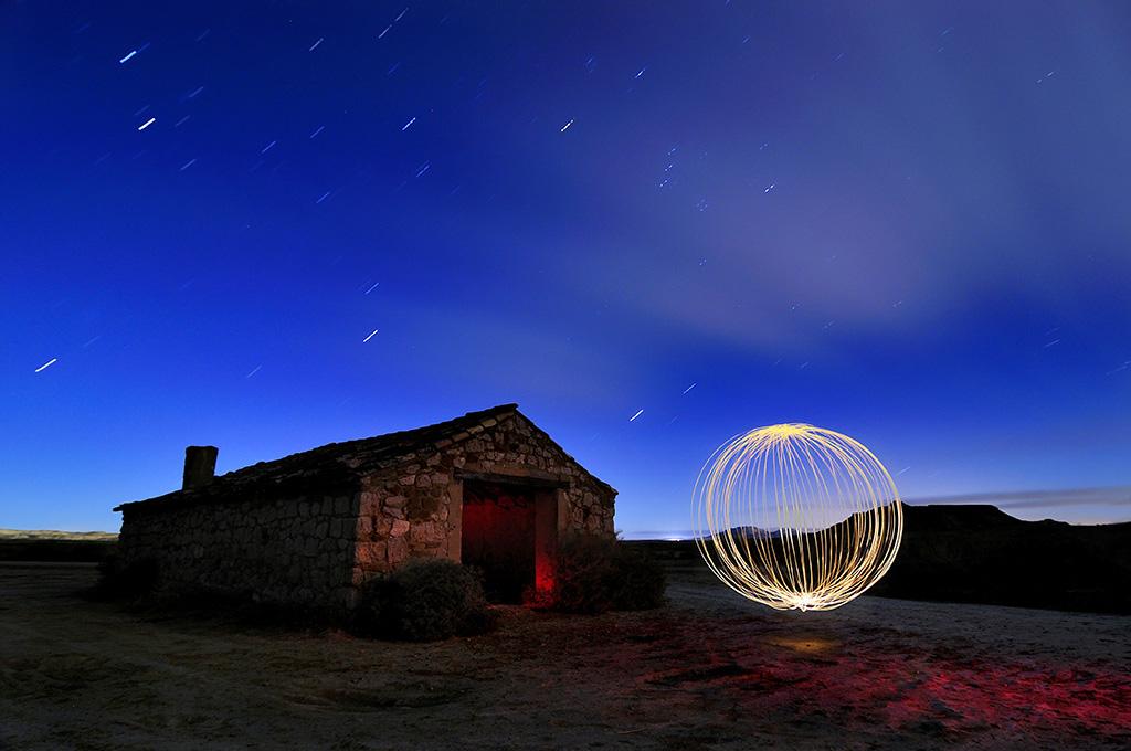 Fotografía Nocturna: Cómo Crear Esferas de Luz de una Manera Sencilla