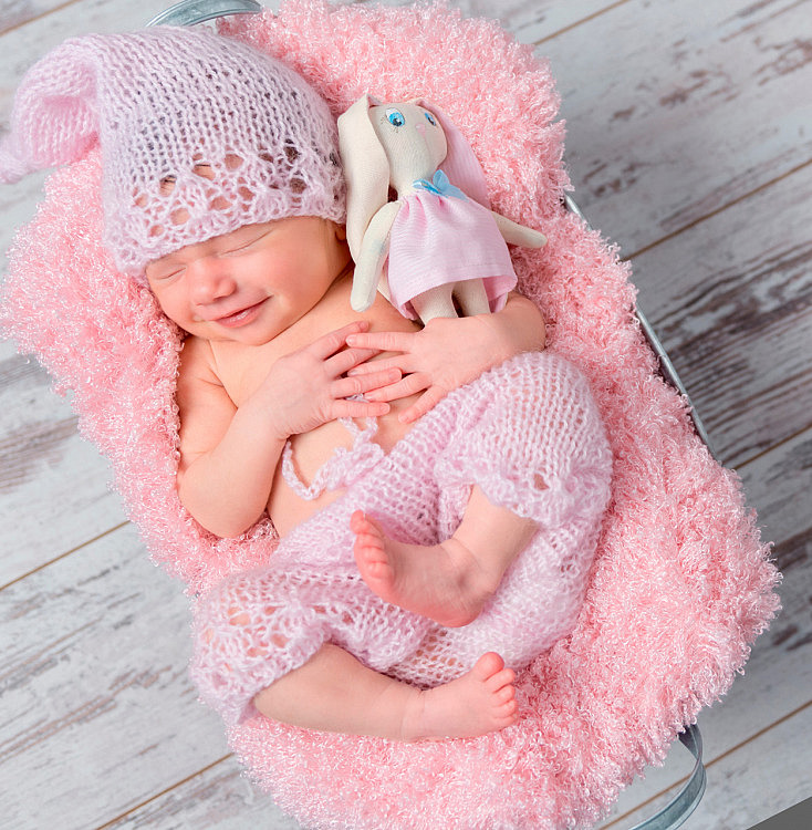 bigstock-cute-smiling-newborn-baby-girl-140096171