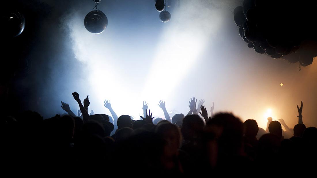 Cómo Hacer Fotos en una Discoteca: Equipo, Técnica y Consejos