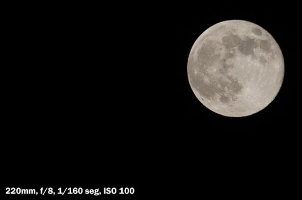 Nikon 70-300VR - La Luna