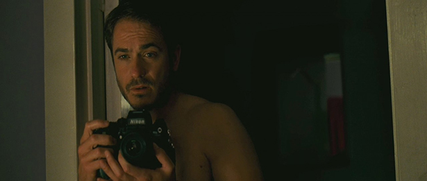 taylor-kitsch-as-kevin-carter-in-the-bang (1)
