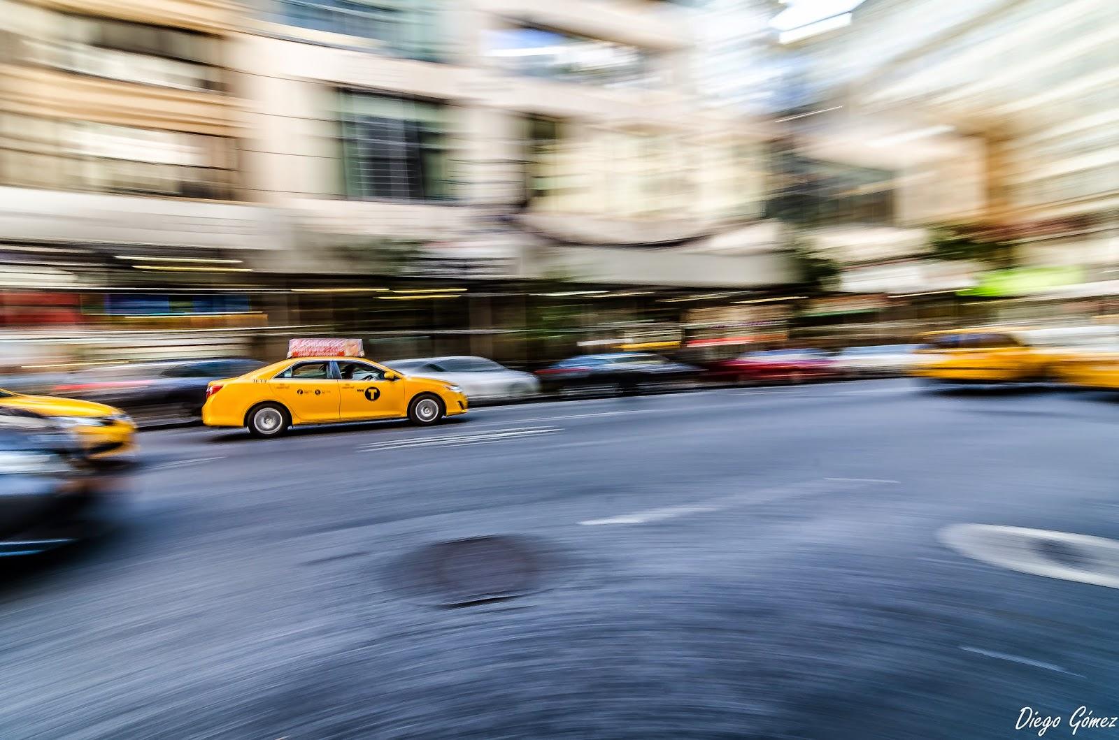 barrido taxi amarillo nueva york enfoque y foto a toda velocidad