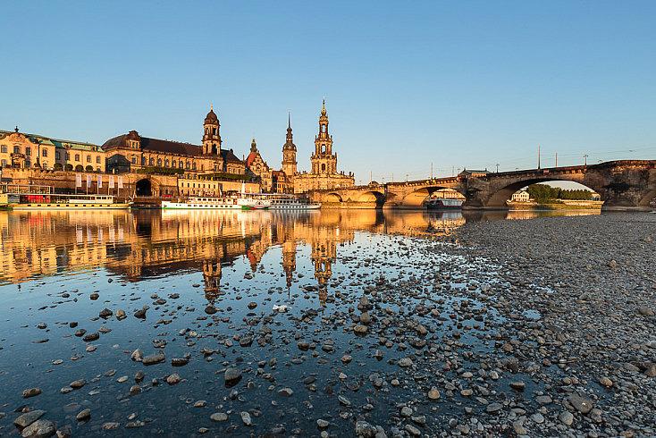 Fotografía de Dresde unos minutos después de que haya salido el sol.