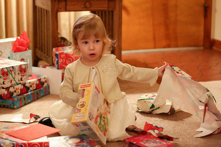nina-regalo-navidad