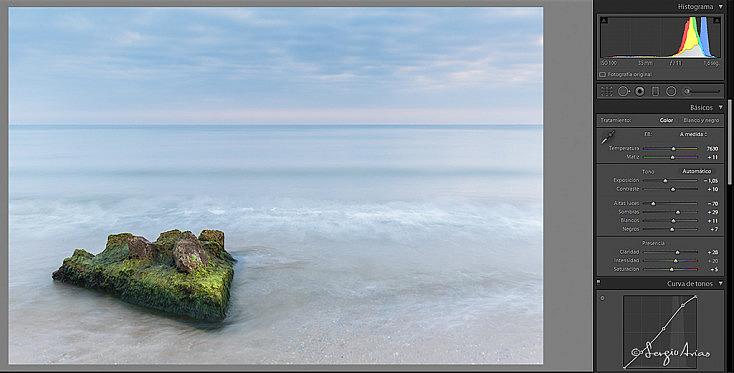 Esta fotografía apenas tiene sombras, pero si quiero asegurarme de tener información en la parte inferior de la roca es interesante derechear el histograma.