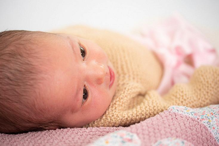 Ojos y naricita de recién nacida